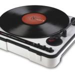電池駆動も可能なUSB搭載アナログレコードプレーヤー「ION AUDIO Mobile LP」(IA-TTS-014) がタイムセール特価!